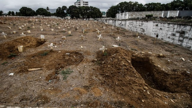 Sao Paulo hace espacio en panteones tras aumento de muertes por COVID-19