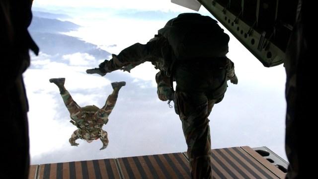 Se elevan a seis los militares muertos tras caída de helicóptero en Perú