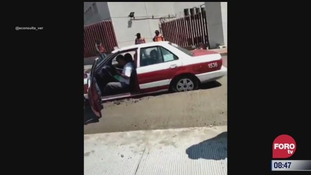 taxista queda atrapado en cemento