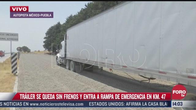 trailer se queda sin frenos y entra en rampa de emergencia en carretera mexico puebla