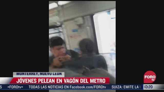 captan pelea entre varios jovenes al interior del metro en monterrey