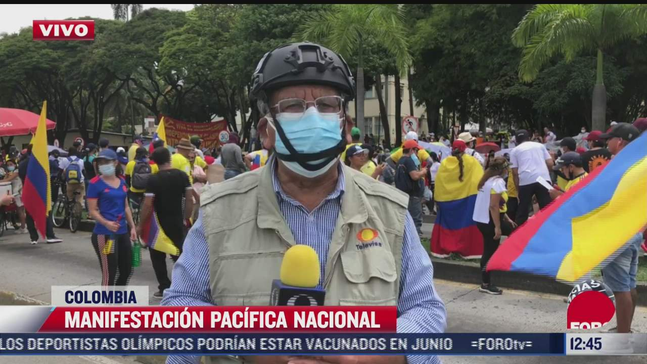 colombianos participan en manifestacion pacifica nacional