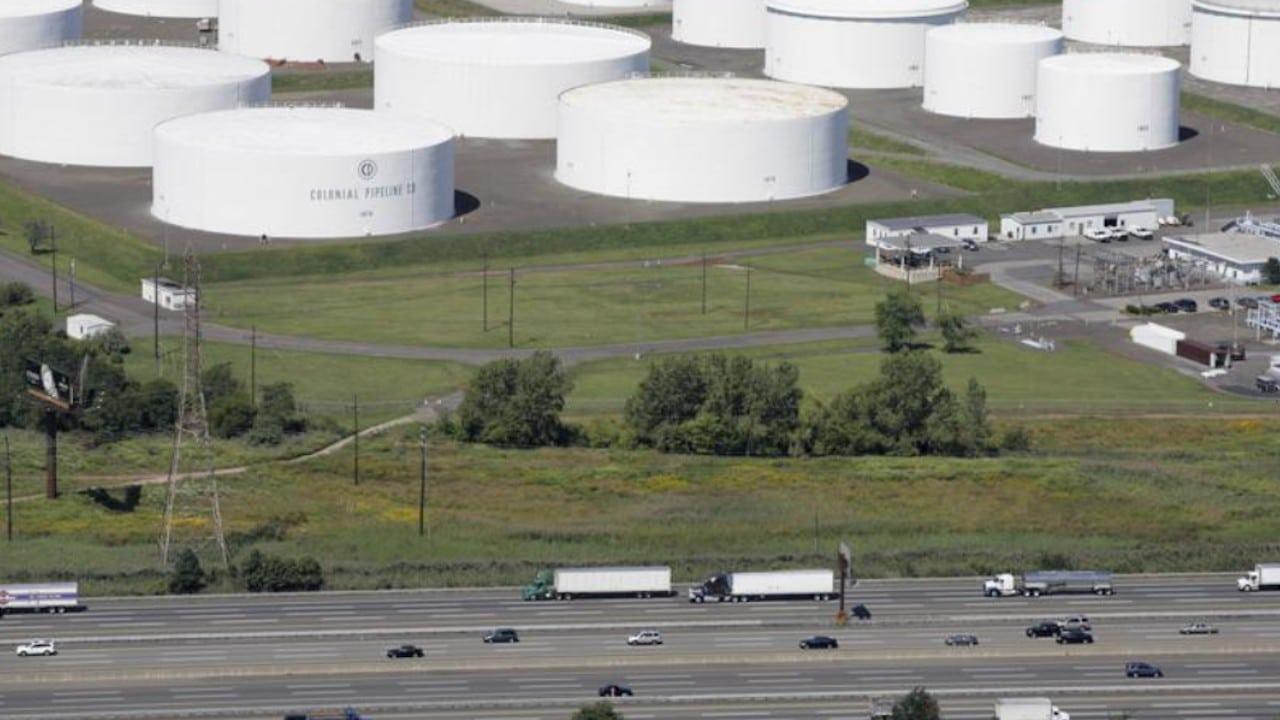 La mayor red de oleoductos de EE.UU. paraliza su actividad por un ciberataque