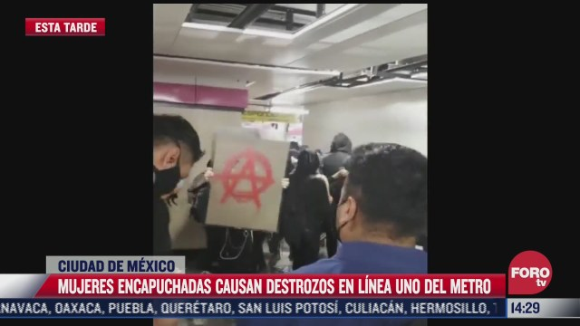 feministas protestan en la estacion del metro pantiltan