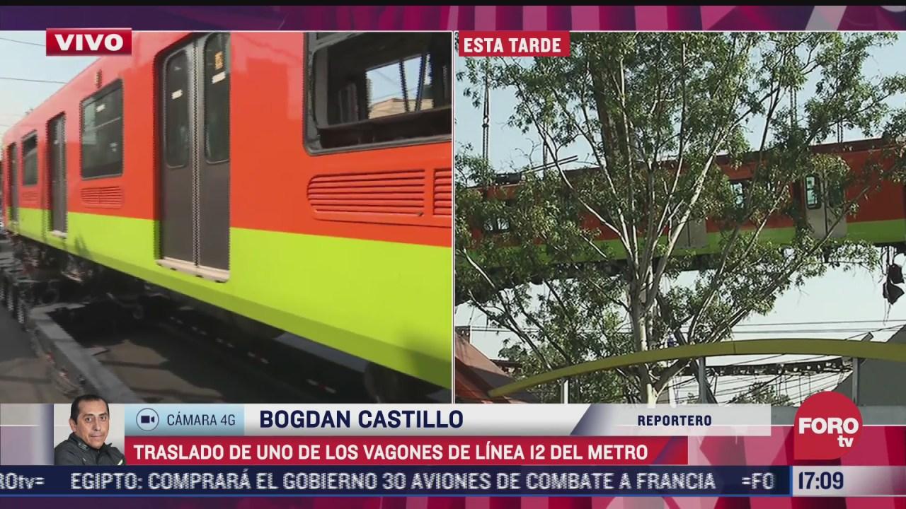 habitantes de tlahuac toman fotografias y videos de convoy con vagon de l12 del metro