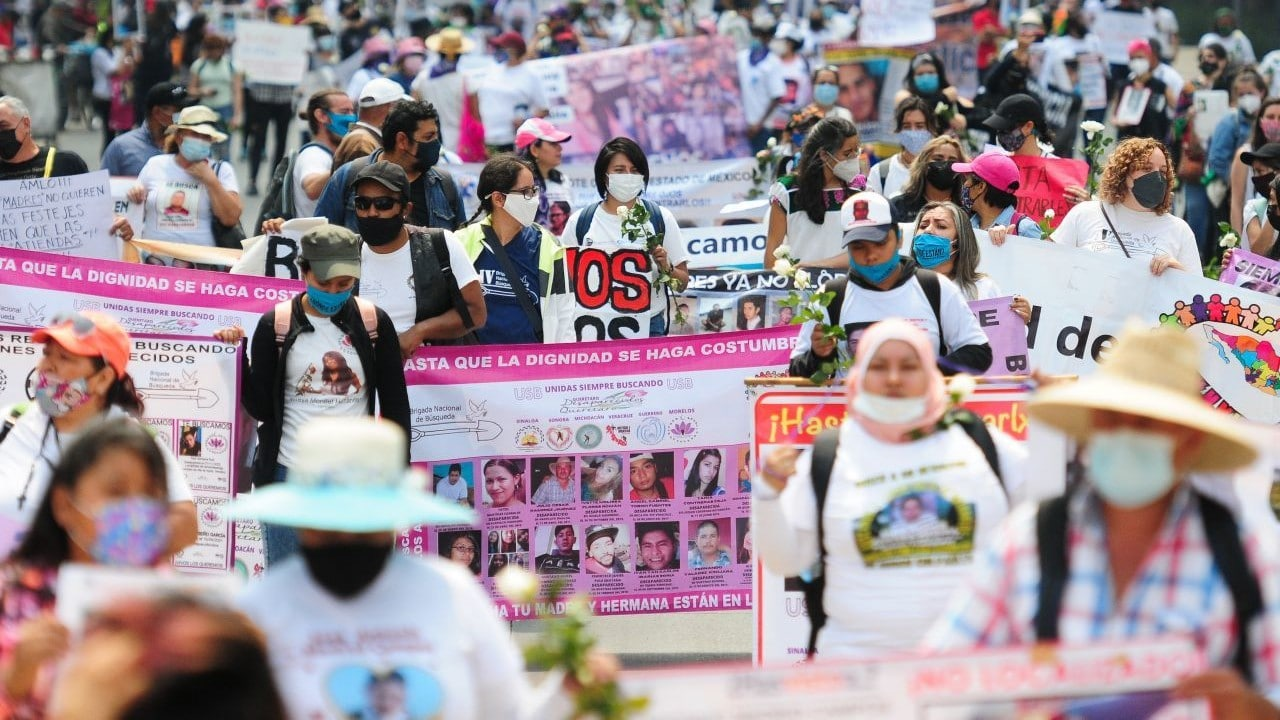 Madres de desaparecidos se manifiestan en el Zócalo – Noticieros Televisa