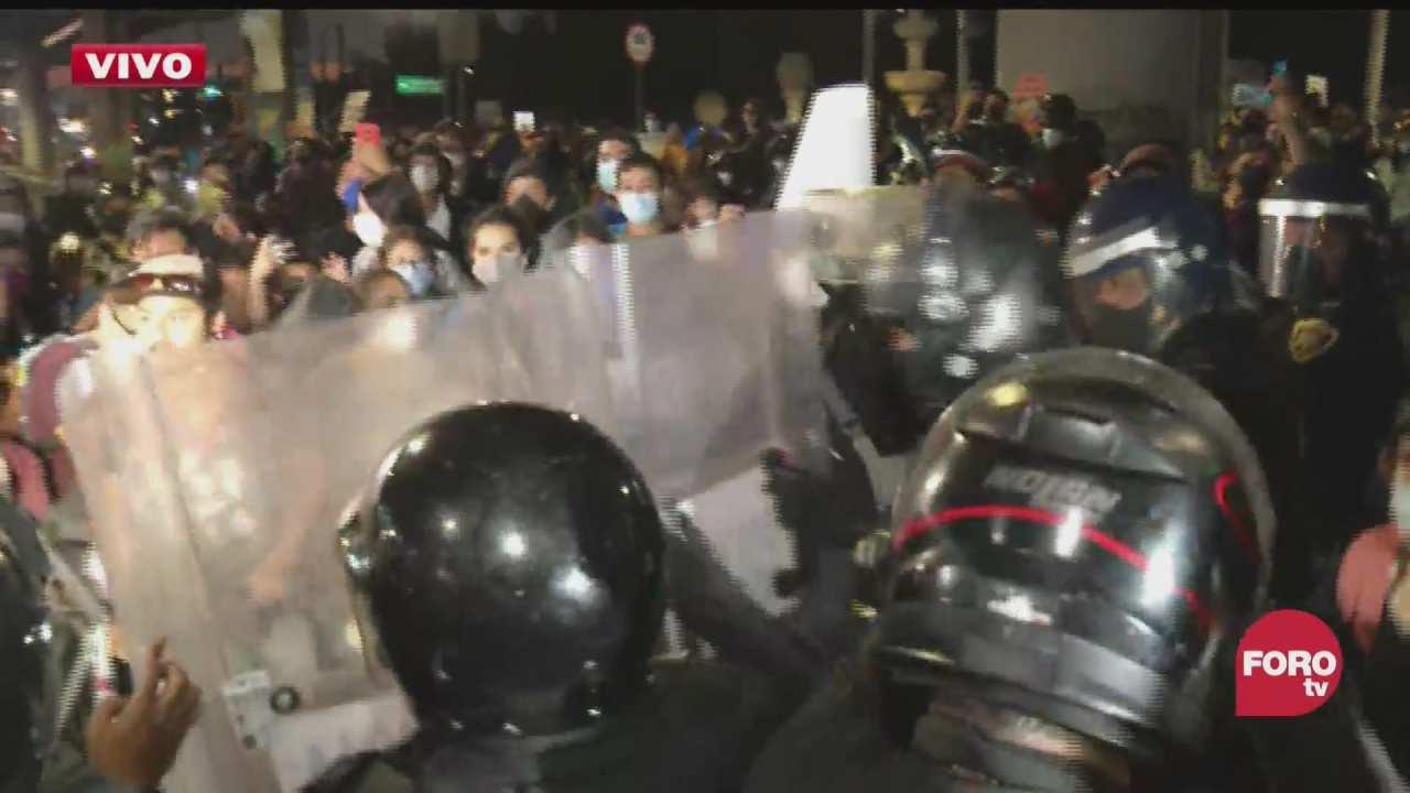 manifestantes se confrontan con policias en zona del accidente de la l12 del metro
