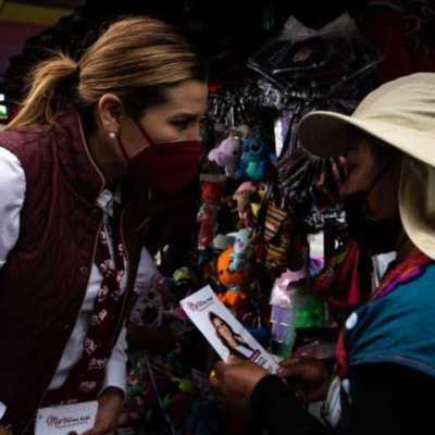 Marina del Pilar Ávila Olmeda charla con mujeres en Baja California