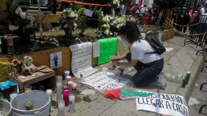 Memorial de la L12, vecinos honran a las víctimas del colapso. (Foto: Cuartoscuro).