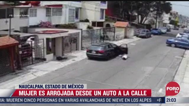 mujer es arrojada desde un vehiculo tras ataque de celos