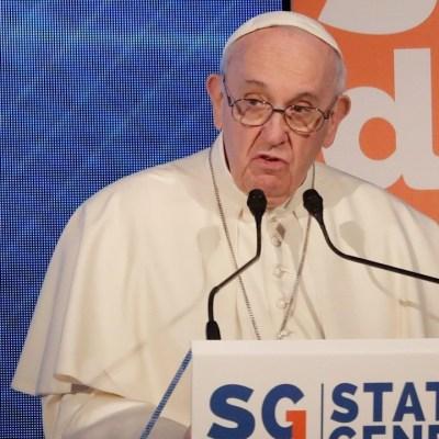El papa Francisco pronuncia un discurso en una conferencia sobre la crisis demográfica en Roma, Italia