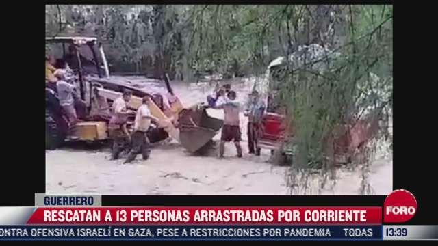 rescatan a 13 personas atrapados en la corriente de un rio en tlalixtaquilla guerrero