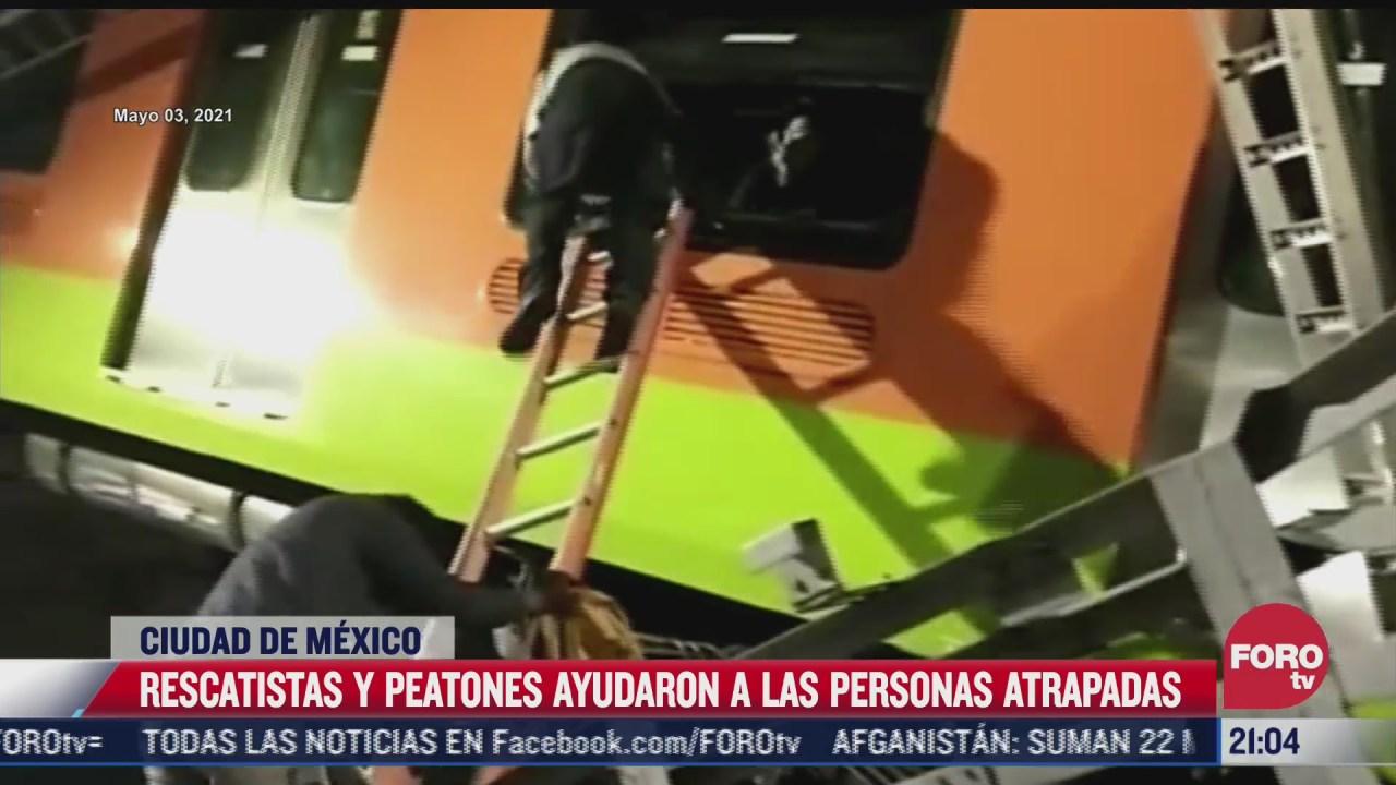 rescatistas y peatones ayudan a personas atrapadas en metro
