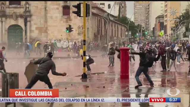 se cumplen nueve dias de protestas en colombia hay escasez de gasolina y alimentos