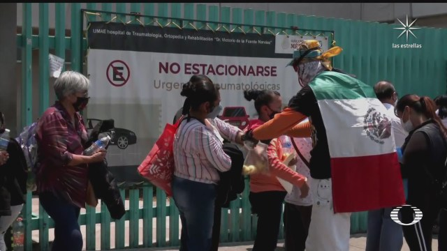 vecinos de tlahuac se solidarizan con los atrapados y familiares de desaparecidos en accidente