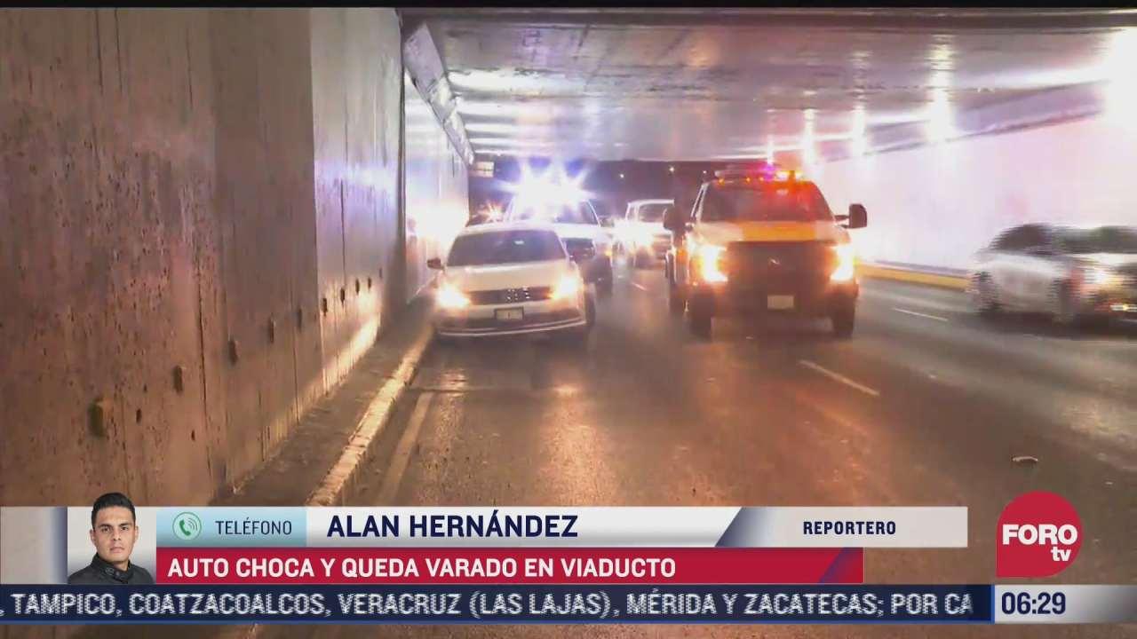 conductor de un automovil choca contra bajo puente en viaducto cdmx