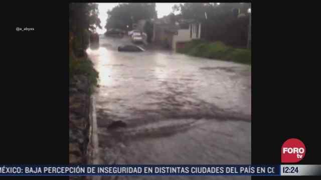 cuatro personas quedan atrapadas en su auto por inundacion en tlalpan