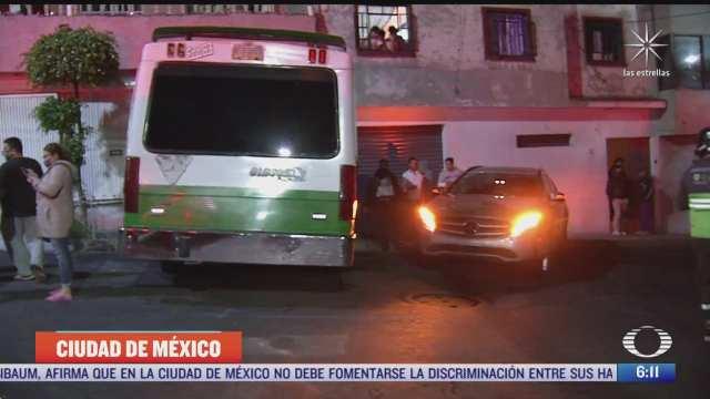 microbus choca contra casa en la alcaldia gustavo a madero cdmx