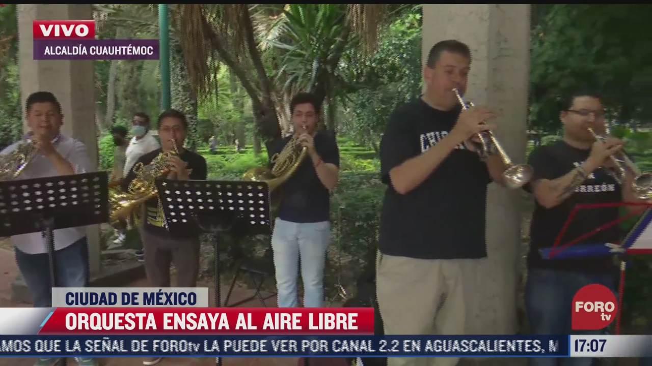 orquesta ensaya al aire libre en alcaldia cuauhtemoc