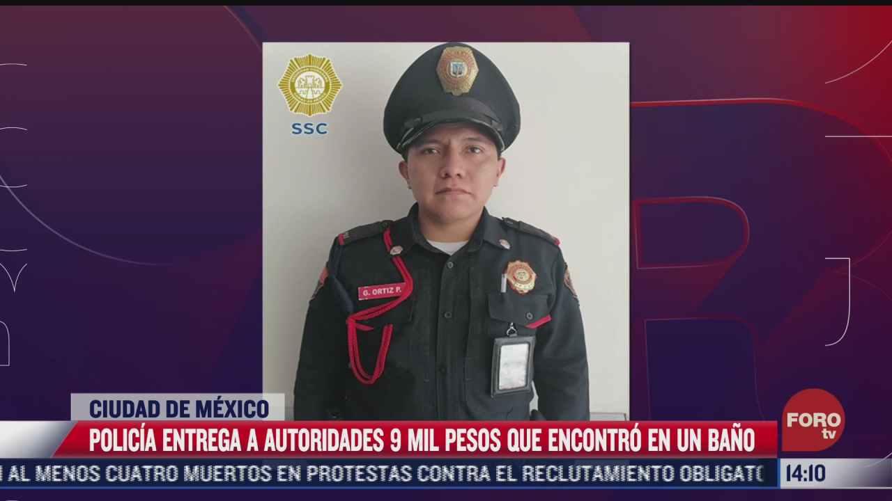 policia de la cdmx entrega nueve mil pesos que encontro en un bano