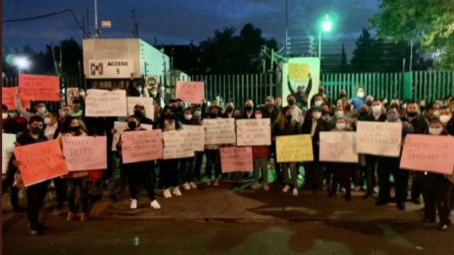Militantes del PRI exigen la renuncia de Alejandro Moreno