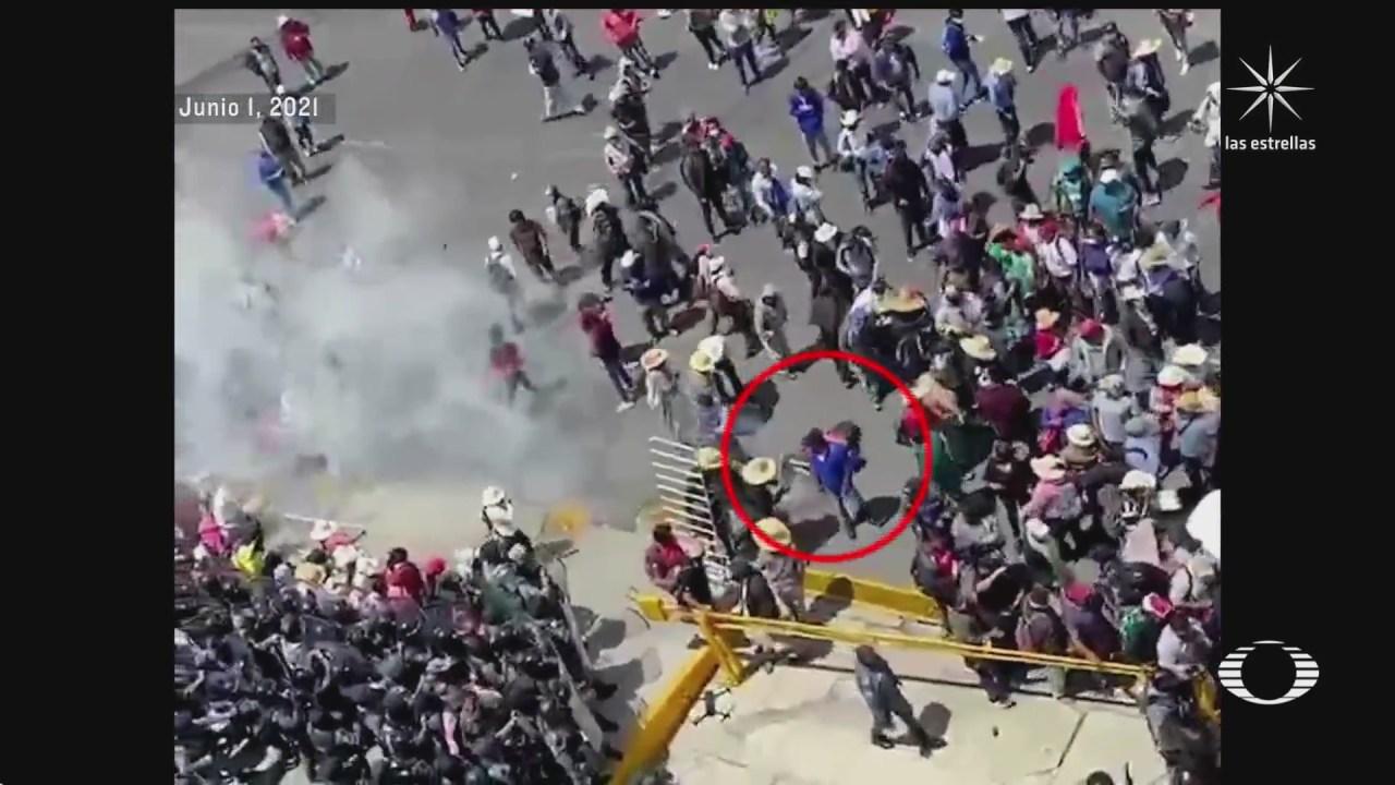 violento enfrentamiento entre manifestantes y policias estatales en hidalgo