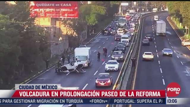 vuelca auto sobre prolongacion paseo de la reforma hay dos heridos