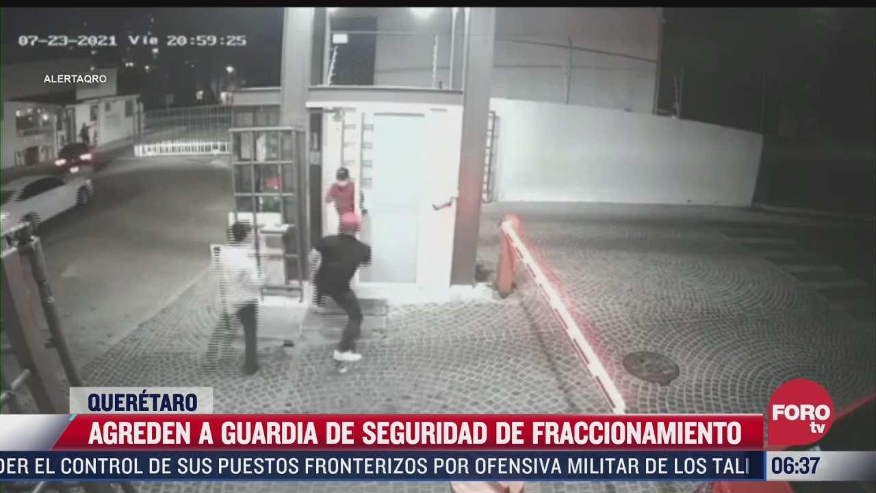 captan momento en que a guardia de seguridad de un fraccionamiento es agredido