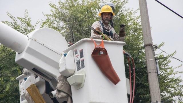 Empleados de la CFE realizan brigadas en la Ciudad de México para evitar apagones
