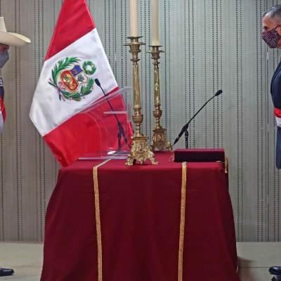 Pedro Castillo, presidente de Perú, intenta calmar críticas con dos últimos ministros