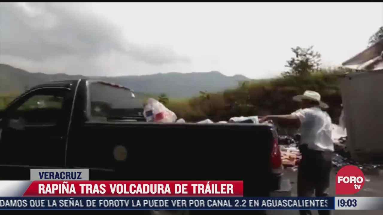 habitantes de veracruz cometen rapina tras volcadura de trailer