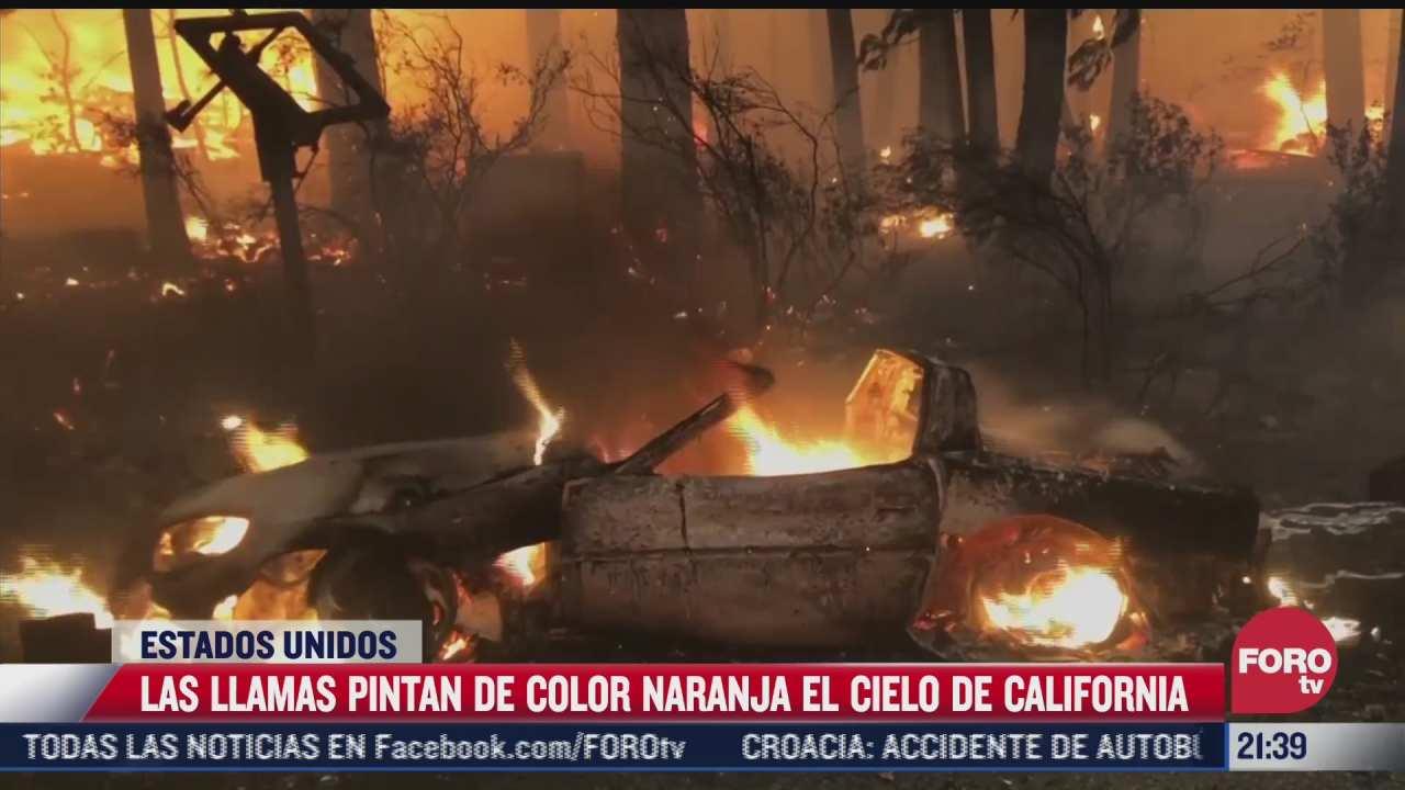 las llamas pintan de color naranja el cielo de california