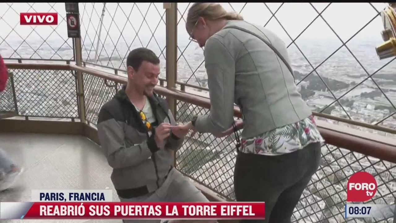le pide matrimonio a su novia en las alturas de la torre eiffel