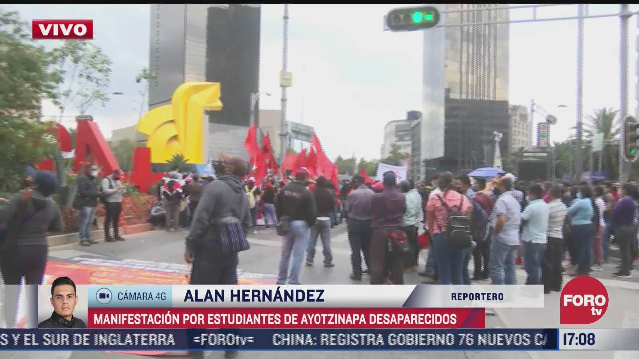 manifestantes se concentran en monumento a estudiantes desaparecidos de ayotzinapa
