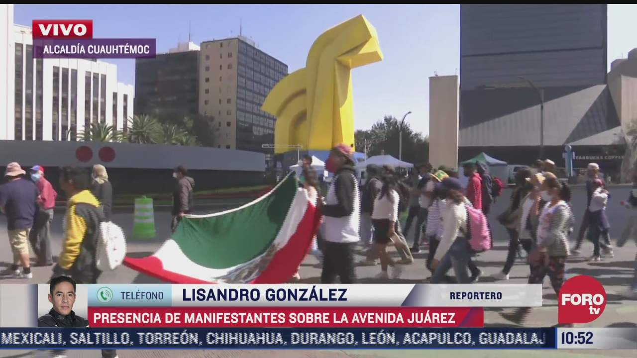 manifestantes se movilizan sobre avenida juarez en apoyo a comunidad cubana
