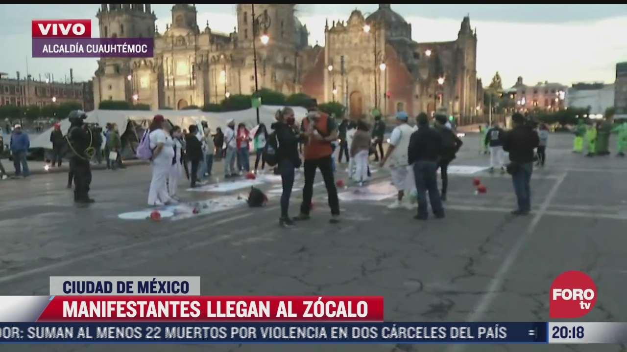 Manifestantes y familiares de desaparecidos llegan al Zócalo de CDMX