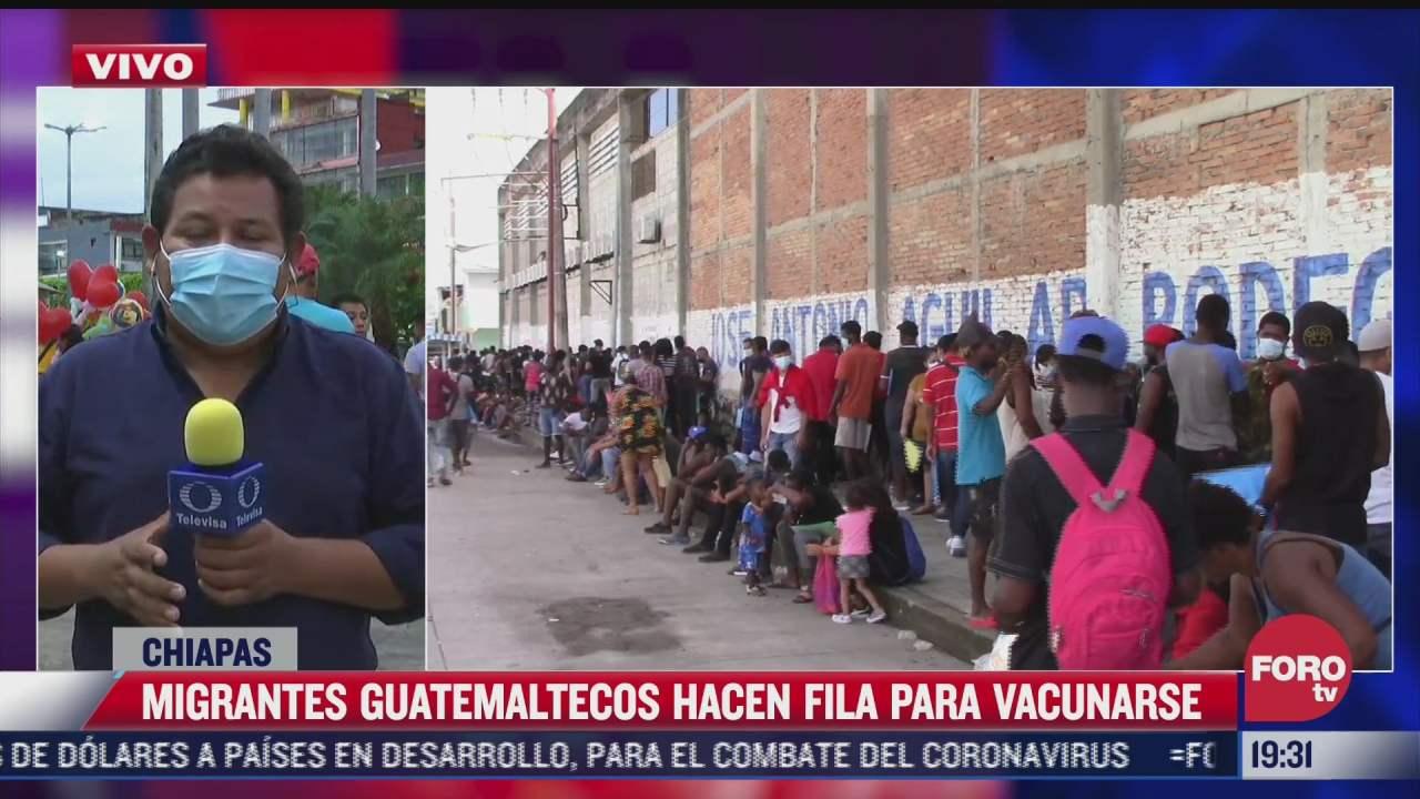 migrantes guatemaltecos hacen fila en tapachula para vacunarse contra covid