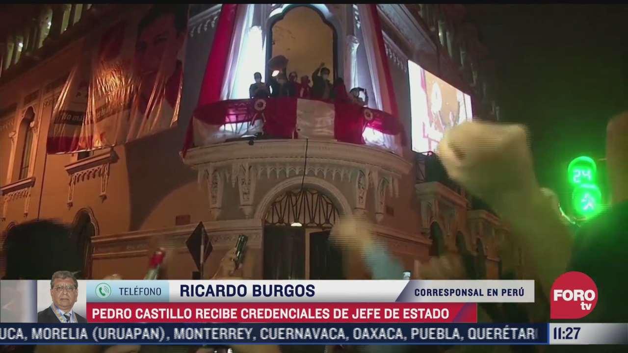 pedro castillo recibe credenciales de jefe de estado en peru