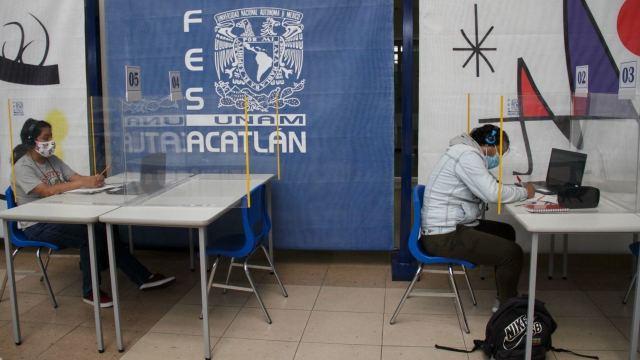 La FES Acatlán de la UNAM abrió el primer Centro de Acceso , donde se ofrece equipo de cómputo e internet a alumnas y alumnos.