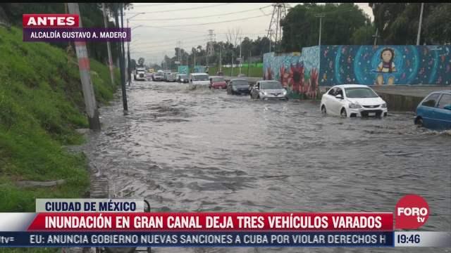 vehiculos se quedan varados tras inundacion en gran canal en la gam