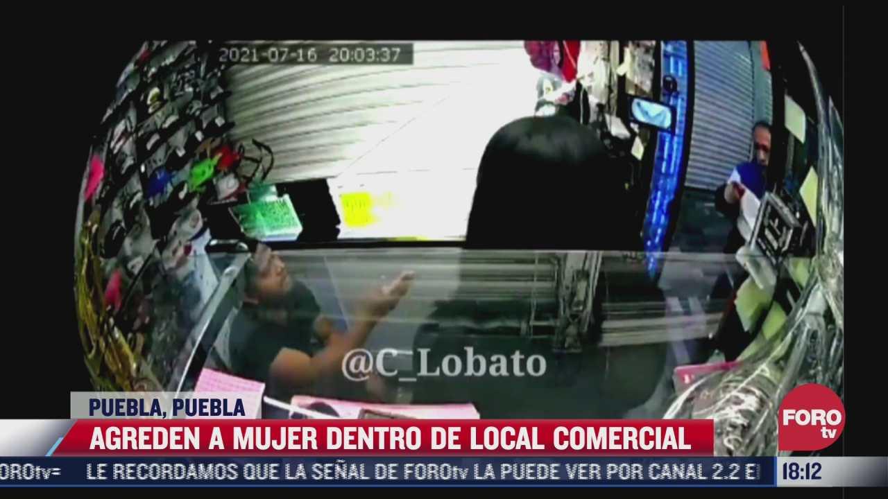 video hombre escupe a mujer en plaza comercial de puebla