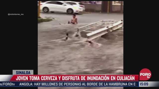 video joven toma cerveza y disfruta de inundacion en culiacan