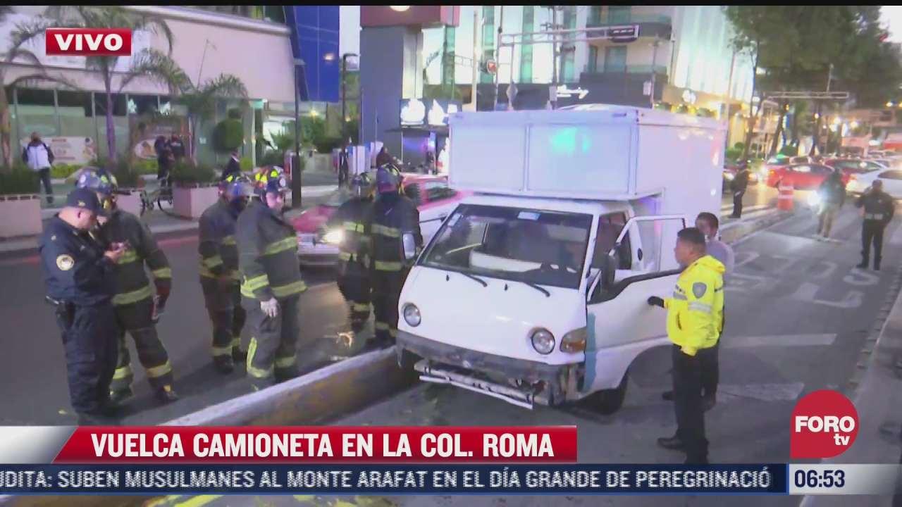 vuelca camioneta de carga sobre avenida cuauhtemoc en cdmx