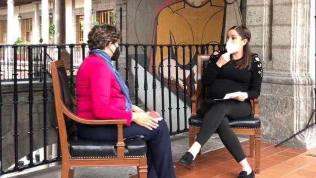 Delfina Gómez en entrevista con Danielle Dithurbide