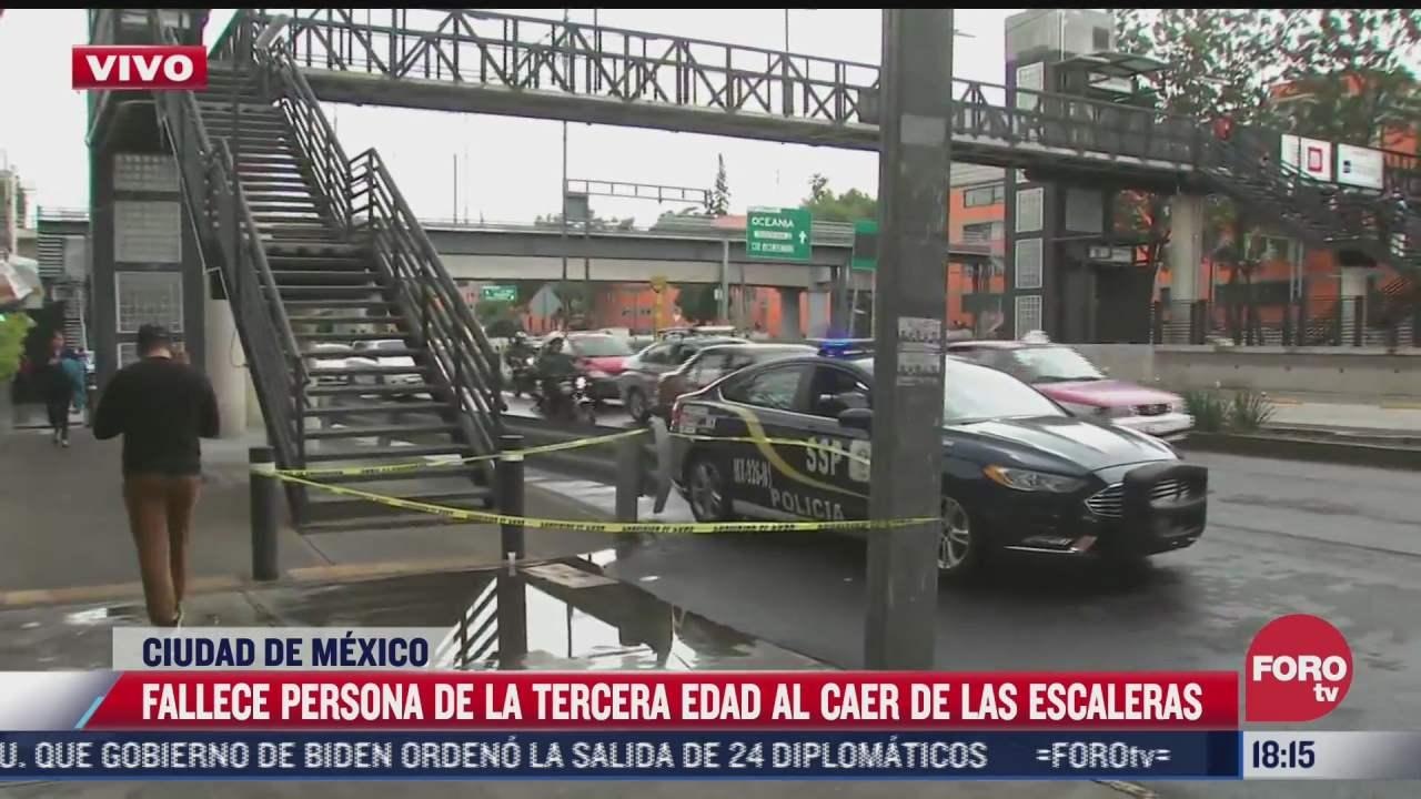 fallece persona de la tercera edad al resbalar de escaleras de puente peatonal