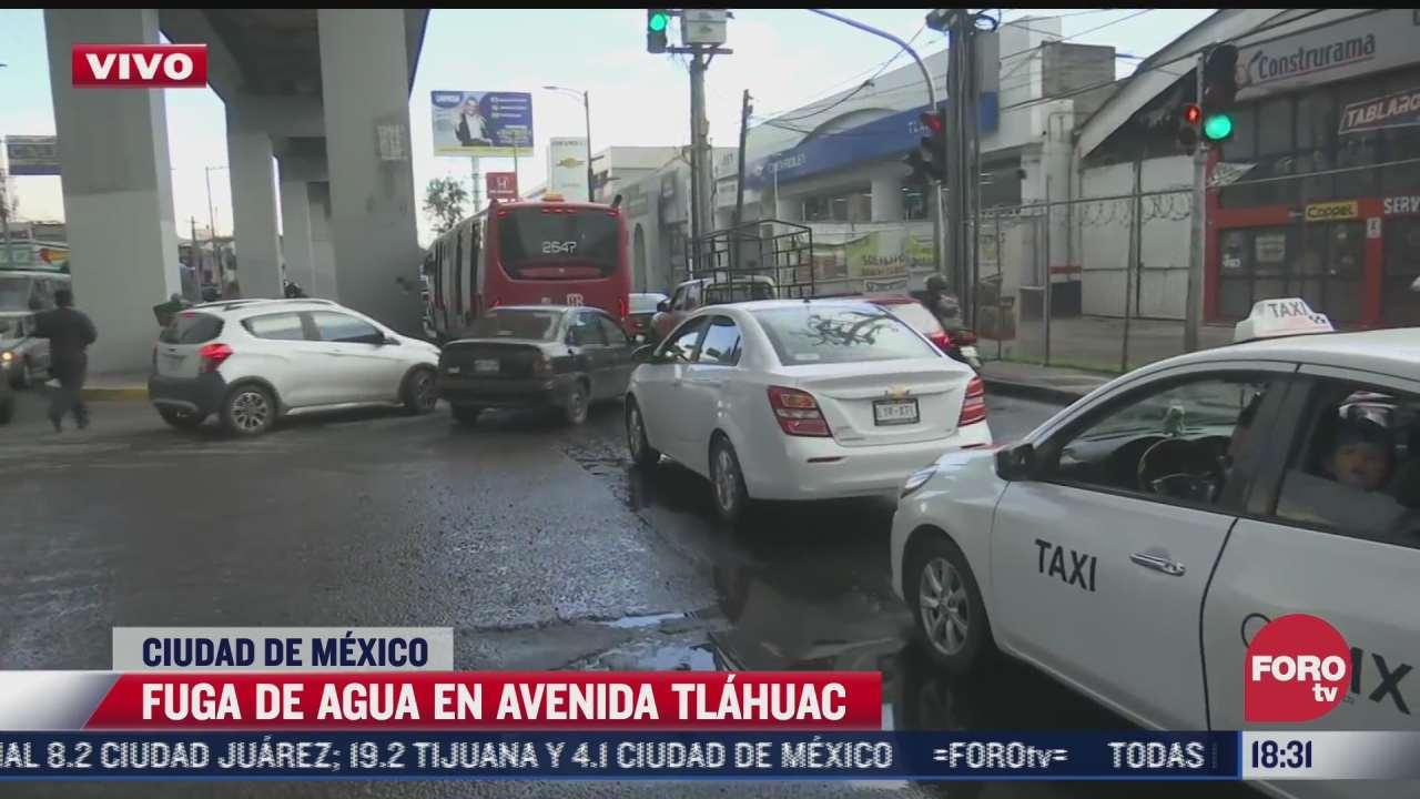 fuga de agua en avenida tlahuac provoca trafico en la zona