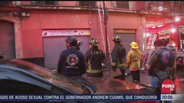 realizan labores de remocion de escombros tras incendio en negocio en centro de cdmx