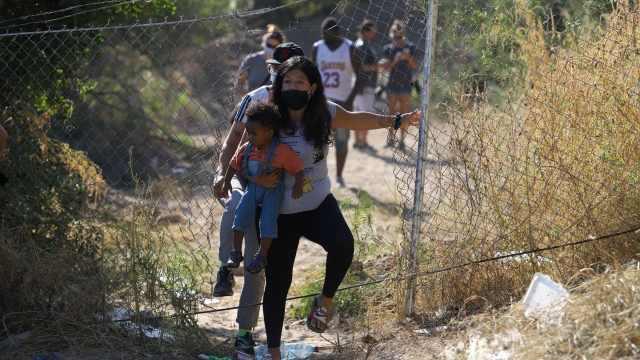 Alrededor de 300 migrantes permanecen en refugio de Ciudad Acuña