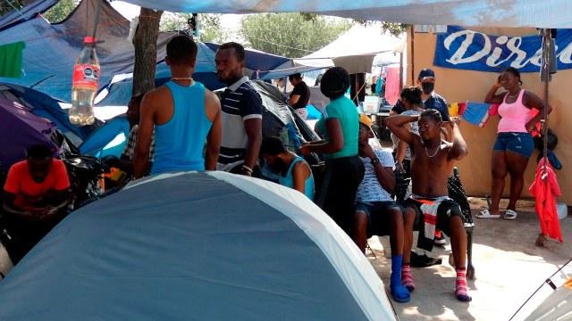 Un grupo de migrantes haitianos permanece en un albergue en ciudad Reynosa, Tamaulipas