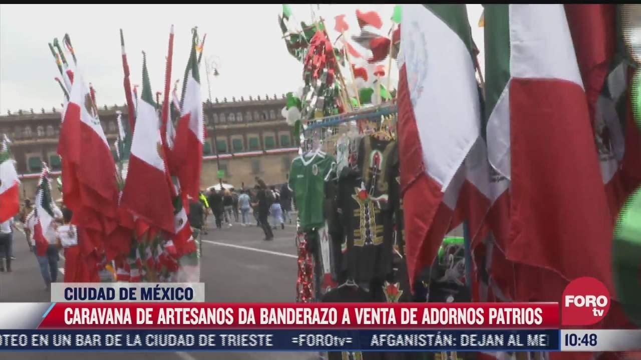 caravana de artesanos da banderazo a venta de adornos patrios